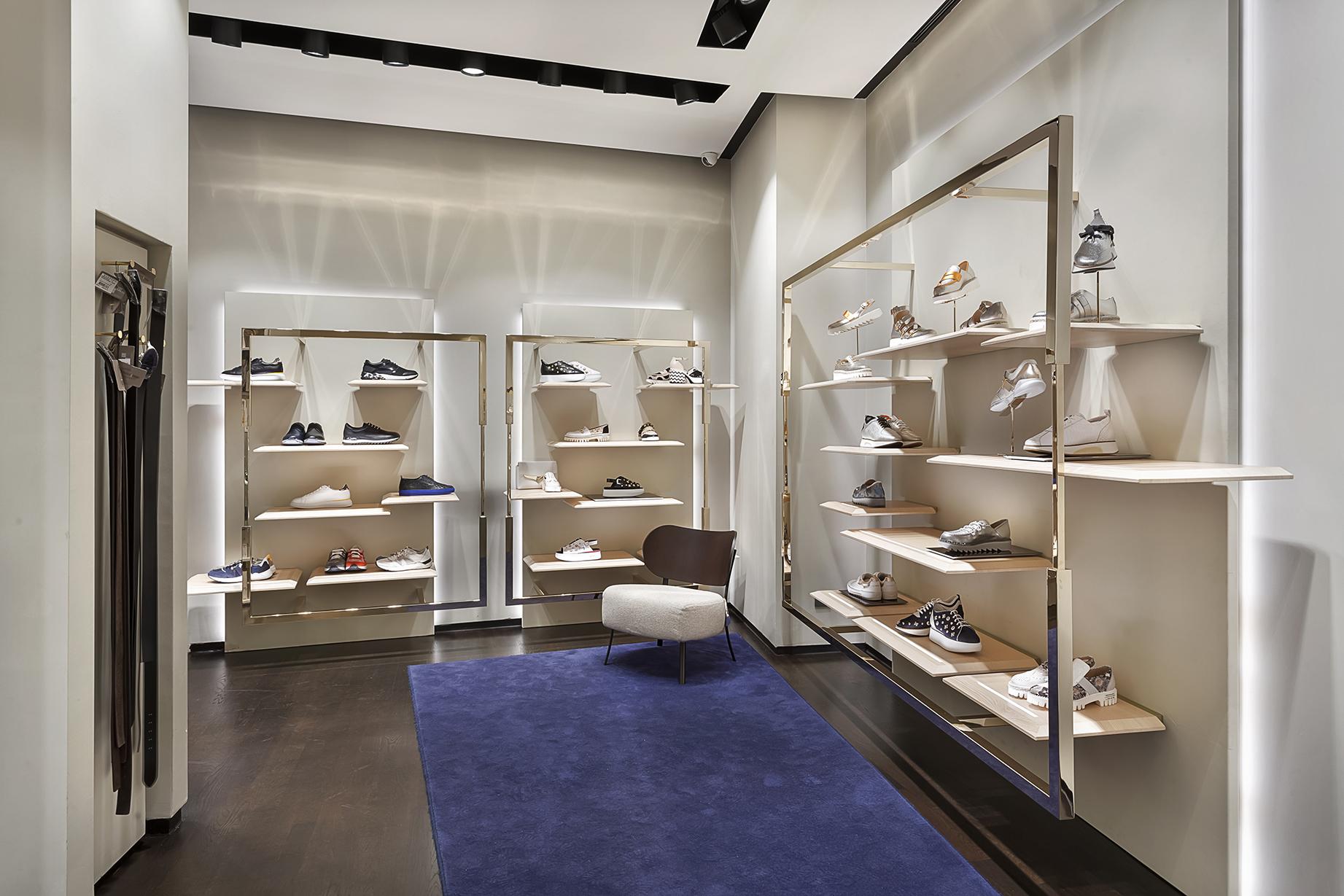 Concept design e shopping mall: Guardiani flagship store di Akasya
